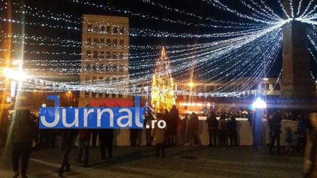 lumini craciun piata unirii2 - FOTO: Focșaniul, iluminat de sărbătoare! Moș Nicolae a adus lumina în centrul orașului