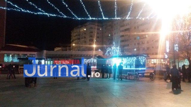 lumini craciun piata unirii3 - FOTO: Focșaniul, iluminat de sărbătoare! Moș Nicolae a adus lumina în centrul orașului