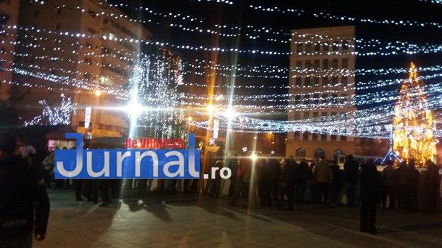 lumini craciun piata unirii6 - FOTO: Focșaniul, iluminat de sărbătoare! Moș Nicolae a adus lumina în centrul orașului