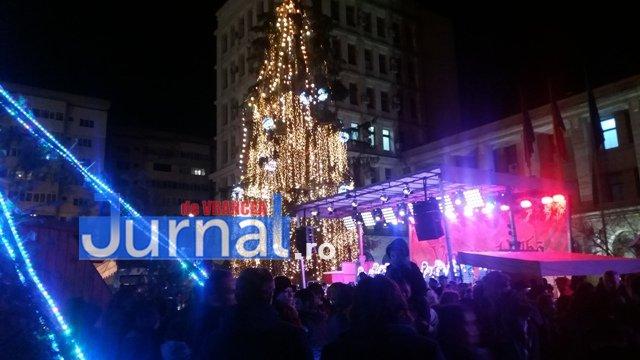 lumini craciun piata unirii8 - FOTO: Focșaniul, iluminat de sărbătoare! Moș Nicolae a adus lumina în centrul orașului