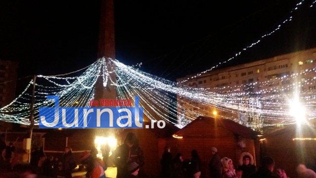 lumini craciun piata unirii9 - FOTO: Focșaniul, iluminat de sărbătoare! Moș Nicolae a adus lumina în centrul orașului