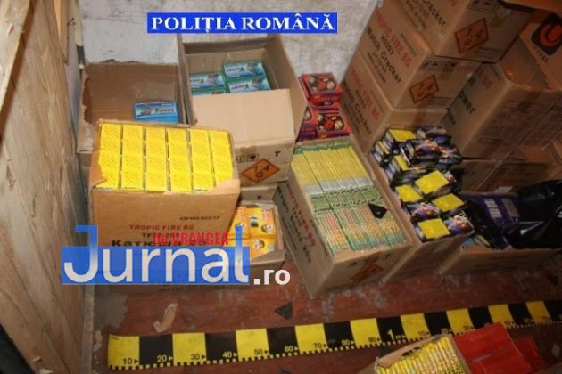 perchezitii materiale pirotehnice pocnitori2 630x420 - FOTO-VIDEO: Captură record! Peste 3,5 tone de artificii și pocnitori, confiscate de polițiști