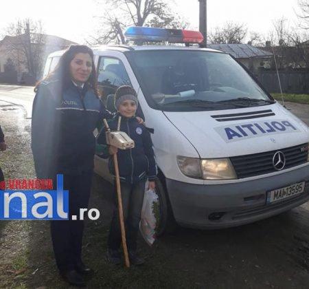 politia daruri copii institutionalizati maicanesti1 450x420 - FOTO: Poliția e Moș Crăciun pentru copiii instituționalizați de la Măicănești