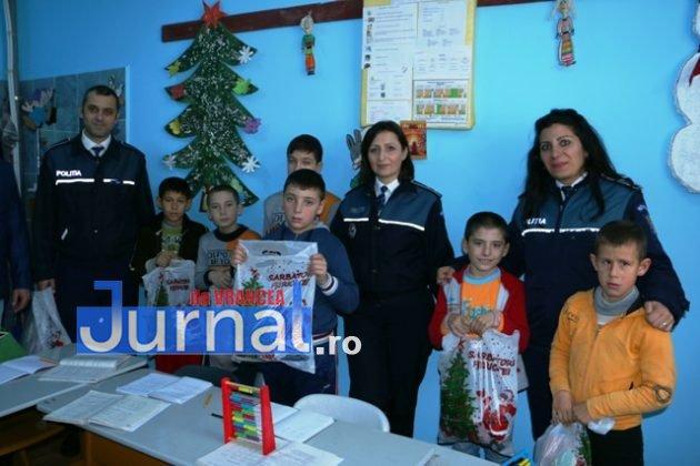 politia daruri copii institutionalizati maicanesti14 630x420 - FOTO: Poliția e Moș Crăciun pentru copiii instituționalizați de la Măicănești