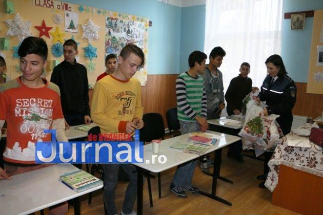 politia daruri copii institutionalizati maicanesti5 630x420 - FOTO: Poliția e Moș Crăciun pentru copiii instituționalizați de la Măicănești