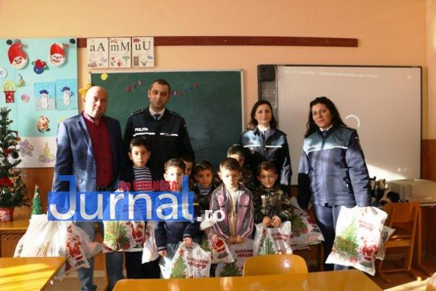 politia daruri copii institutionalizati maicanesti7 630x420 - FOTO: Poliția e Moș Crăciun pentru copiii instituționalizați de la Măicănești