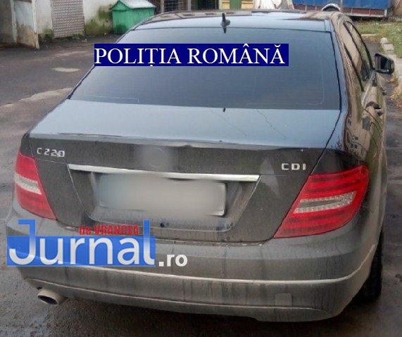 masina furata2 - FOTO: Mercedes furat din Germania, identificat în trafic la Adjud