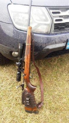arme vanatoare 2 236x420 - FOTO: Arme de vânătoare folosite de doi bărbați pe un câmp din Panciu. Jandarmii i-au prins în flagrant