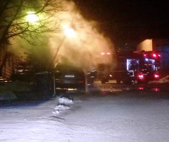 audi q7 incendiat focsani 2 - ULTIMĂ ORĂ: Mașina unui fost polițist a ars ca o torță în parcare, azi-noapte