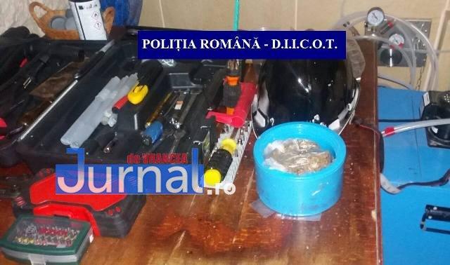 perchezitii droguri2 - FOTO: Rețea de traficanți de droguri, destructurată la Bacău