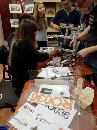 echipa de robotica colegiul unirea3 313x420 - FOTO: Noua echipă de robotică a Colegiului Unirea, loc fruntaș la un campionat de profil
