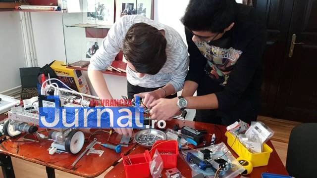 echipa de robotica colegiul unirea4 - FOTO: Noua echipă de robotică a Colegiului Unirea, loc fruntaș la un campionat de profil