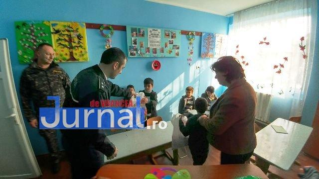 ipj-vrancea-cadouri-copii-maicanesti5