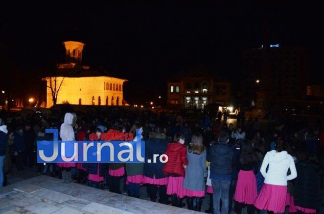 ora pamantului focsani lampioane 1 634x420 - GALERIE FOTO: Sute de lampioane lansate în centrul orașului. Focșaniul a sărbătorit Ora Pământului
