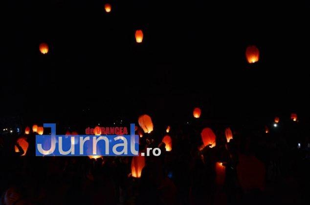 ora pamantului focsani lampioane 10 634x420 - GALERIE FOTO: Sute de lampioane lansate în centrul orașului. Focșaniul a sărbătorit Ora Pământului