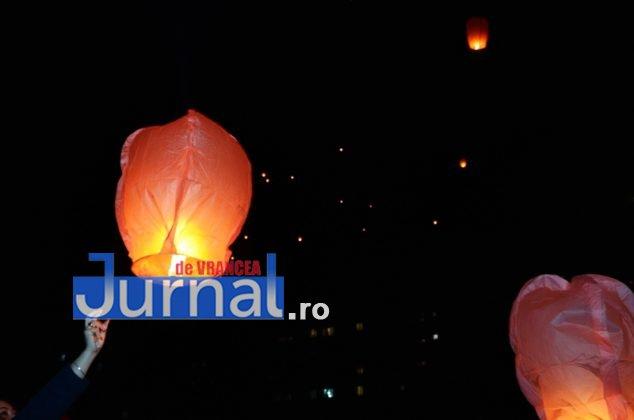 ora pamantului focsani lampioane 11 634x420 - GALERIE FOTO: Sute de lampioane lansate în centrul orașului. Focșaniul a sărbătorit Ora Pământului