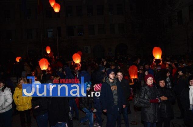 ora pamantului focsani lampioane 13 634x420 - GALERIE FOTO: Sute de lampioane lansate în centrul orașului. Focșaniul a sărbătorit Ora Pământului