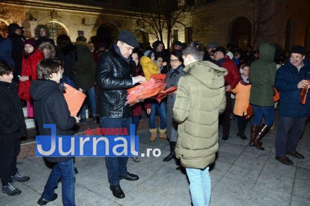 ora pamantului focsani lampioane 3 634x420 - GALERIE FOTO: Sute de lampioane lansate în centrul orașului. Focșaniul a sărbătorit Ora Pământului