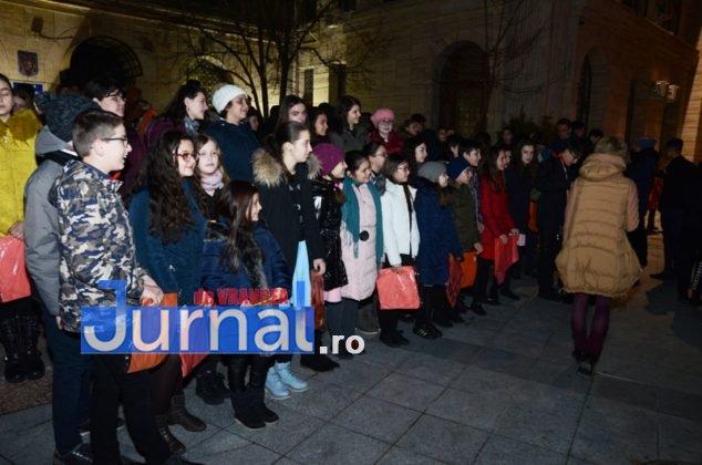 ora pamantului focsani lampioane 5 634x420 - GALERIE FOTO: Sute de lampioane lansate în centrul orașului. Focșaniul a sărbătorit Ora Pământului