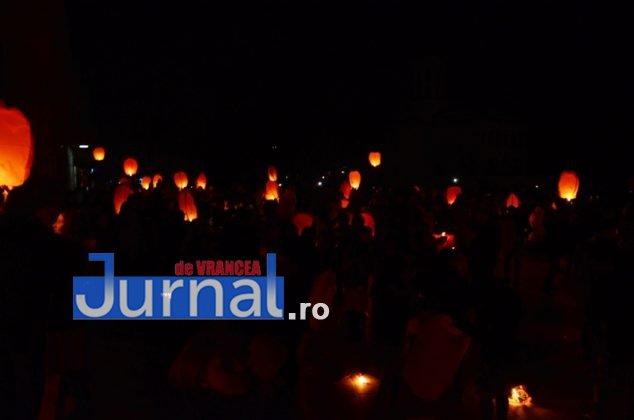 ora pamantului focsani lampioane 8 634x420 - GALERIE FOTO: Sute de lampioane lansate în centrul orașului. Focșaniul a sărbătorit Ora Pământului