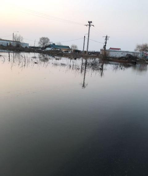 sorste e85 inundatie 2 - ULTIMĂ ORĂ: Șoseaua europeană INUNDATĂ la ieșirea din Focșani (FOTO)