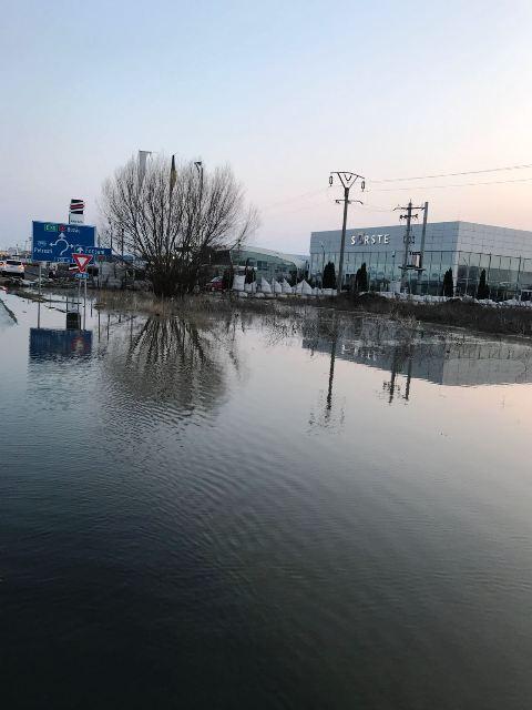 sorste e85 inundatie 3 - ULTIMĂ ORĂ: Șoseaua europeană INUNDATĂ la ieșirea din Focșani (FOTO)