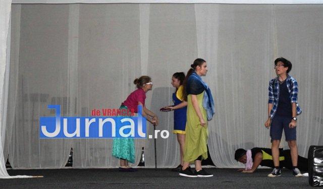 Spectacol Protha 3 - GALERIE FOTO: Diana Apostu, Andrei Gheoca și Ella Tătaru și-au luat rămas bun de la colegii din Trupa de Teatru Protha