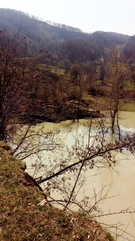 alunecare teren chiojdeni - FOTO: 19 gospodării din Chiojdeni, în pericol de inundație