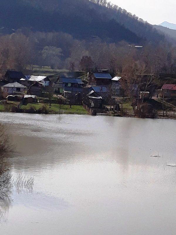 alunecare teren chiojdeni3 - FOTO: 19 gospodării din Chiojdeni, în pericol de inundație