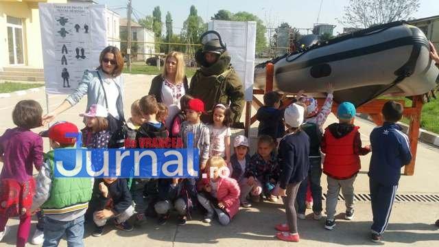 armata ziua portilor deschise1 - GALERIE FOTO: Copiii au luat cu asalt Brigada 282 Infanterie Mecanizată