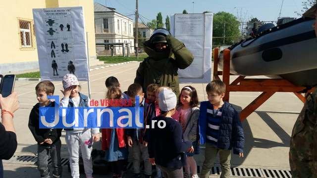 armata ziua portilor deschise10 - GALERIE FOTO: Copiii au luat cu asalt Brigada 282 Infanterie Mecanizată
