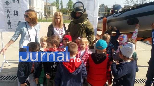 armata ziua portilor deschise3 - GALERIE FOTO: Copiii au luat cu asalt Brigada 282 Infanterie Mecanizată