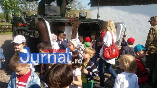 armata ziua portilor deschise7 - GALERIE FOTO: Copiii au luat cu asalt Brigada 282 Infanterie Mecanizată