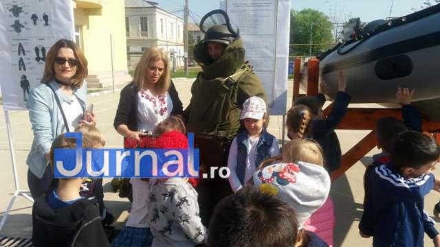 armata ziua portilor deschise9 - GALERIE FOTO: Copiii au luat cu asalt Brigada 282 Infanterie Mecanizată