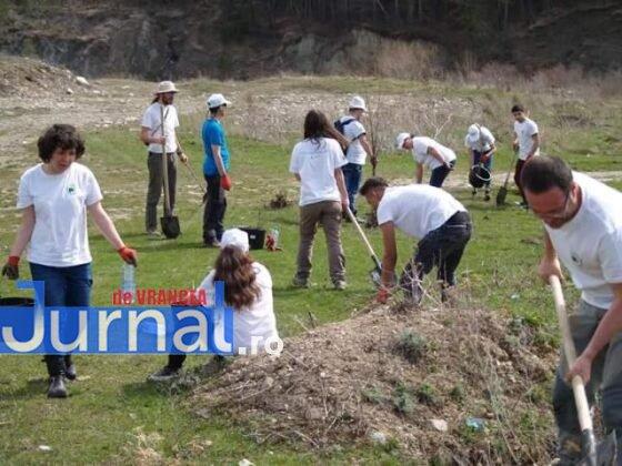 """casute vidre copii dgaspc4 560x420 - FOTO: Copiii aflați sub tutela DGASPC au avut grijă de """"căsuțele"""" vidrelor"""