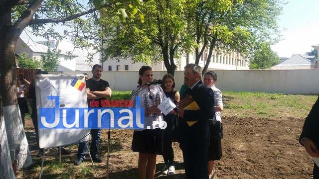 plantare de stejari proiect parcul 100 8 - GALERIE FOTO: A fost plantat Stejarul recunoştinţei în PARCUL 100