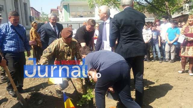 plantare de stejari proiect parcul 100 9 - GALERIE FOTO: A fost plantat Stejarul recunoştinţei în PARCUL 100