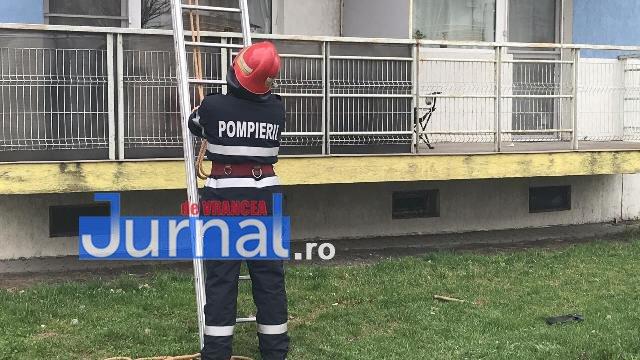pompieri anl4 - FOTO-ULTIMĂ ORĂ: Panică în cartierul ANL! Pompierii au urcat cu scara la etajul 2 ca să...trezească din somn o adolescentă