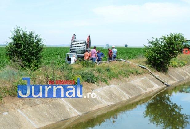 canal siret baragan5 618x420 - GALERIE FOTO: Primele irigații din Canalul Siret-Bărăgan. Viorica Dăncilă și Petre Daea, în vizită la canal