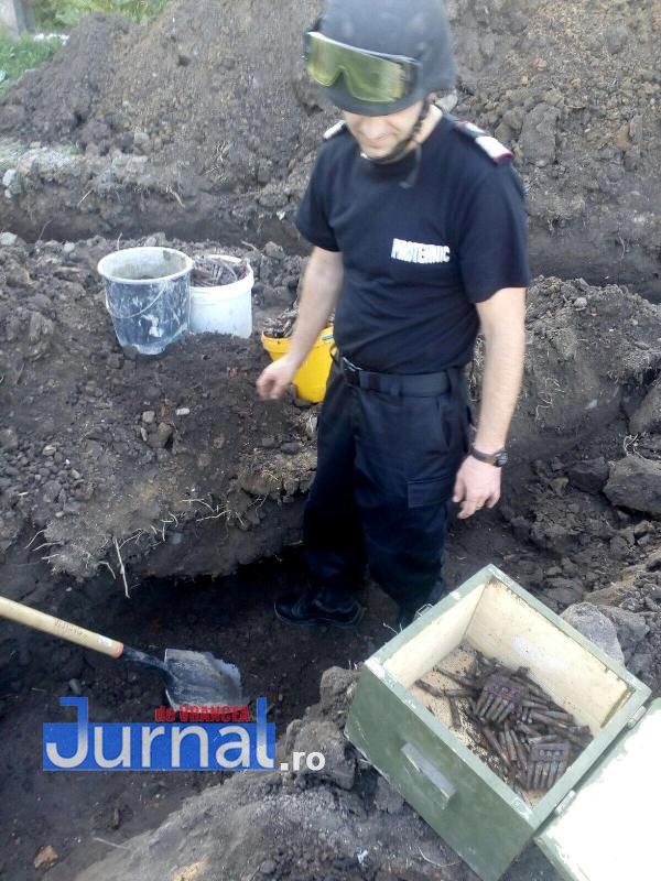 cartuse descoperite sihlea2 - FOTO: Mii de cartuşe de infanterie, descoperite la Fitioneşti