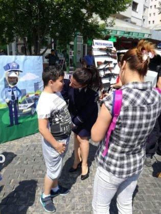 1 iunie politia romana4 315x420 - FOTO-VIDEO: De 1 Iunie, polițiștii au dat în mintea copiilor