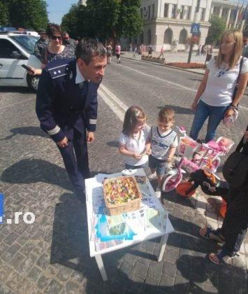 1 iunie politia romana8 355x420 - FOTO-VIDEO: De 1 Iunie, polițiștii au dat în mintea copiilor