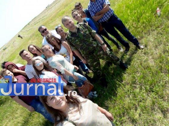 elevi vidra avion2 2 560x420 - GALERIE FOTO: Experiență inedită pentru un grup de elevi din Vidra! Au zburat cu avioanele militare