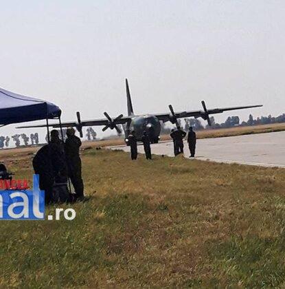 elevi vidra avion3 415x420 - GALERIE FOTO: Experiență inedită pentru un grup de elevi din Vidra! Au zburat cu avioanele militare