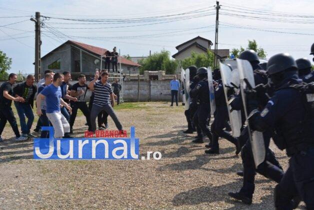 exercitiu penitenciar1 628x420 - FOTO: Revoltă la Penitenciarul Focșani! Vezi aici confruntarea dintre deținuți și jandarmi!