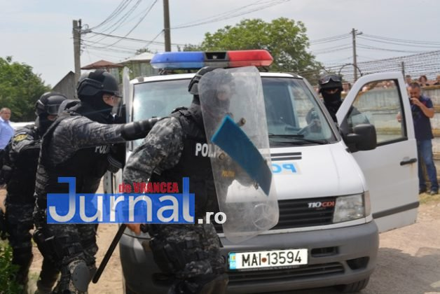 exercitiu penitenciar11 628x420 - FOTO: Revoltă la Penitenciarul Focșani! Vezi aici confruntarea dintre deținuți și jandarmi!