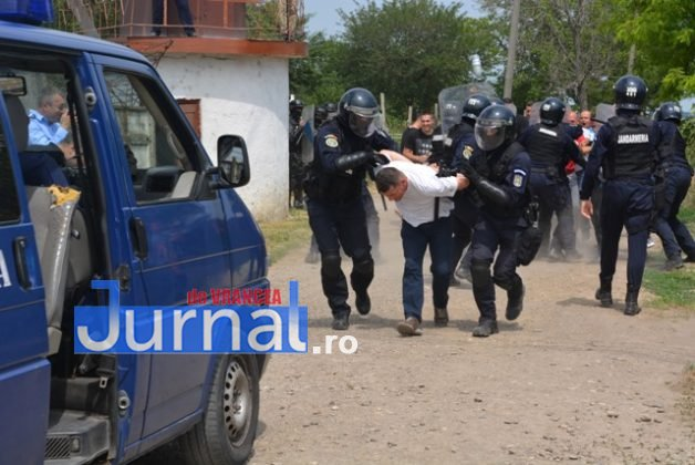 exercitiu penitenciar13 628x420 - FOTO: Revoltă la Penitenciarul Focșani! Vezi aici confruntarea dintre deținuți și jandarmi!