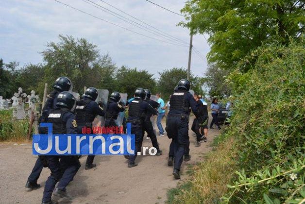 exercitiu penitenciar14 628x420 - FOTO: Revoltă la Penitenciarul Focșani! Vezi aici confruntarea dintre deținuți și jandarmi!