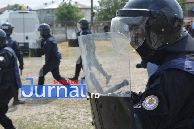 exercitiu penitenciar7 628x420 - FOTO: Revoltă la Penitenciarul Focșani! Vezi aici confruntarea dintre deținuți și jandarmi!