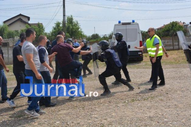 exercitiu penitenciar8 628x420 - FOTO: Revoltă la Penitenciarul Focșani! Vezi aici confruntarea dintre deținuți și jandarmi!